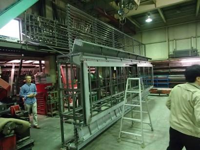 懸仏ケース製作工場視察の様子 懸仏展示用の特別な仕様になっています。
